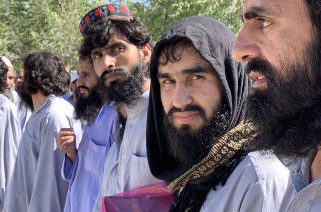 Miembros de los talibán