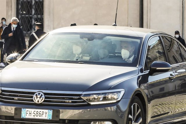 26 January 2021, Italy, Rome: Italian Prime Minister Giuseppe Conte (C) arrives at the Quirinale presidential palace, where Conte submitted his resignation during a cabinet meeting. Photo: Cecilia Fabiano/LaPresse via ZUMA Press/dpa