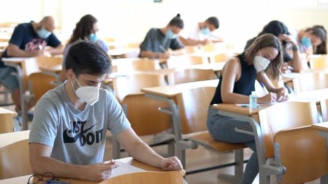 Alumnos de la UHU durante las clases, foto de archivo