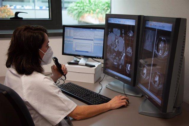 Un sistema de reconocimiento de voz agiliza la redacción de informes médicos en el Hospital Clínico San Cecilio de Granada