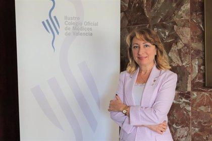 """La presidenta del Colegio de Médicos de Valencia avisa: """"No estamos en una tercera ola sino ante una pared vertical"""""""