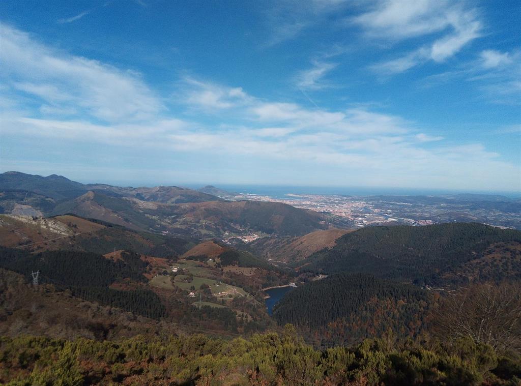 Las temperaturas ascienden mañana de manera generalizada y Tarragona estará en aviso por viento y olas