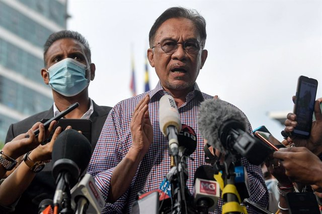 16 October 2020, Malaysia, Kuala Lumpur: Malaysian Opposition Leader Anwar Ibrahim speaks to media outside the Bukit Aman Police Headquarters after being questioned by police over a leaked list of parliamentarians purportedly showing him having the suppor