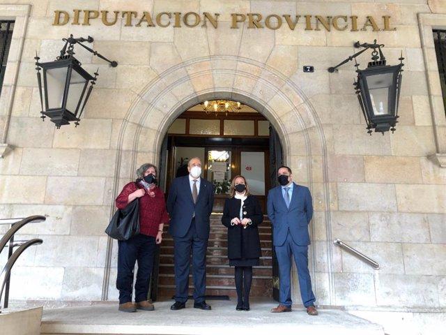 La consejera de Presidencia del Gobierno de Aragón, Mayte Pérez, ha visitado la Diputación de Teruel