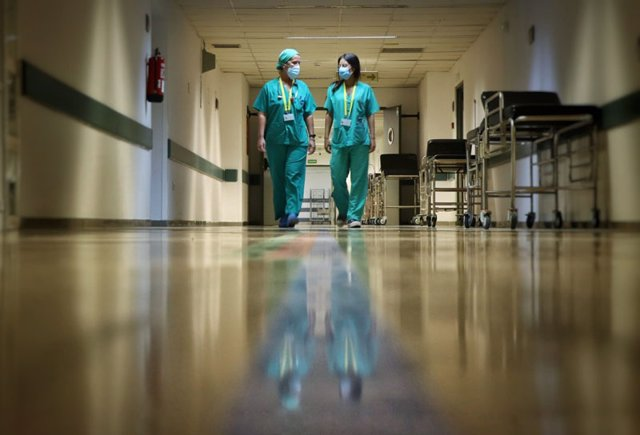 Sanitarias con medidas por el Covid en el Hospital Reina Sofía de Córdoba.