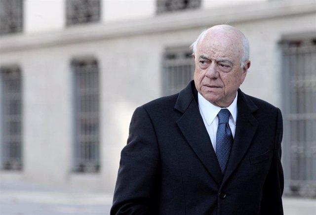 El expresidente del BBVA, Francisco González, a su llegada a la Audiencia Nacional, para declarar como como investigado por presuntos delitos de cohecho y revelación de secretos, en Madrid (España), a 18 de noviembre de 2019.