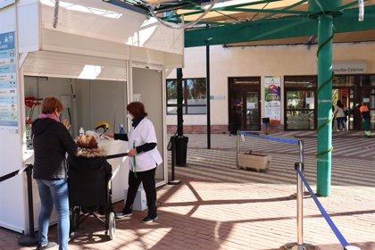 Hospital de Poniente (Almería) habilita otra planta covid y deriva a pacientes con otras patologías a El Toyo