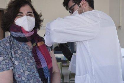 Andalucía administra el 99,9% de las vacunas recibidas y 37.978 personas ya han completado el ciclo