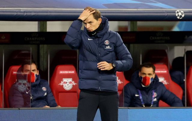 04 November 2020, Saxony, Leipzig: Paris Saint-Germain's head coach Thomas Tuchel reacts on the touchline during the UEFA Champions League Group H soccer match between RB Leipzig and Paris Saint-Germain at the Red Bull Arena. Photo: Jan Woitas/dpa-Zentral