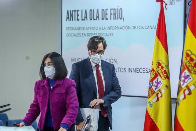La ministra de Política Territorial i Funció Pública, Carolina Darias, i el ministre de Sanitat, Salvador Illa, compareixen en roda de premsa, després de la reunió del Consell Interterritorial del Sistema Nacional de Salut, en Moncloa, Madrid (Espanya), a