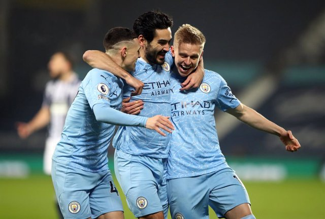 26 January 2021, United Kingdom, West Bromwich: Manchester City's Ilkay Gundogan (C) celebrates scoring his side's first goal with his team mates Phil Foden (L) and Alexander Zinchenko during the English Premier League soccer match between West Bromwich A