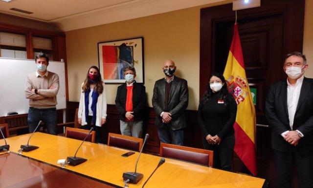 Reunión de Unidas Podemos con los candidatos a la Asamblea Nacional ecuatoriana, Gustavo Mateus Acosta y Margarita Guerrero.