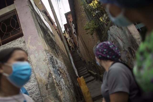 Mujeres en las calles de Caracas, Venezuela.