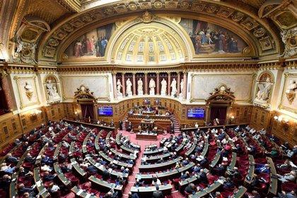 El Senado de Francia aprueba un proyecto para aplazar a junio las elecciones regionales por el coronavirus