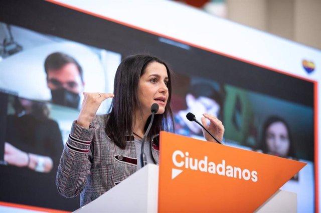 La presidenta de Ciudadanos, Inés Arrimadas, en una rueda de prensa en la sede del partido en Madrid.