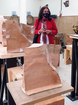La delegada de Educación, Estela Villalba, visita las obras en la Escuela León Ortega.