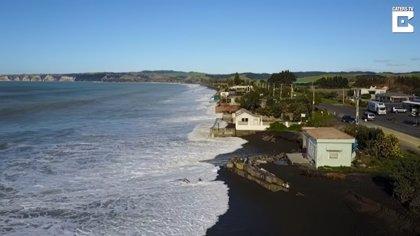 En la costa de este pueblo de Nueva Zelanda los residentes sobreviven cada día a la marea alta