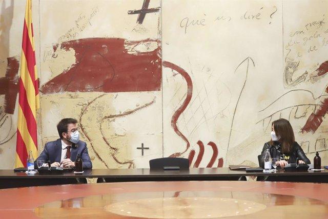 El vicepresident de la Generalitat, Pere Aragonès, i la consellera de Presidència i portaveu del Govern, Meritxell Budó, en una reunió del Consell Executiu.