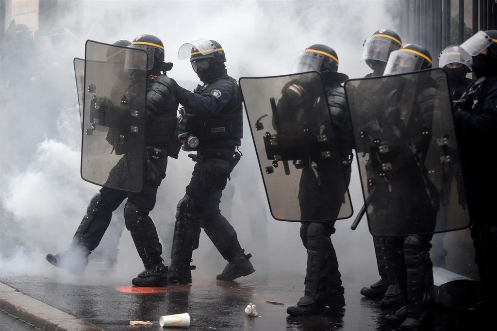 Varias ONG denuncian al Estado francés para reclamar el fin de la discriminación policial