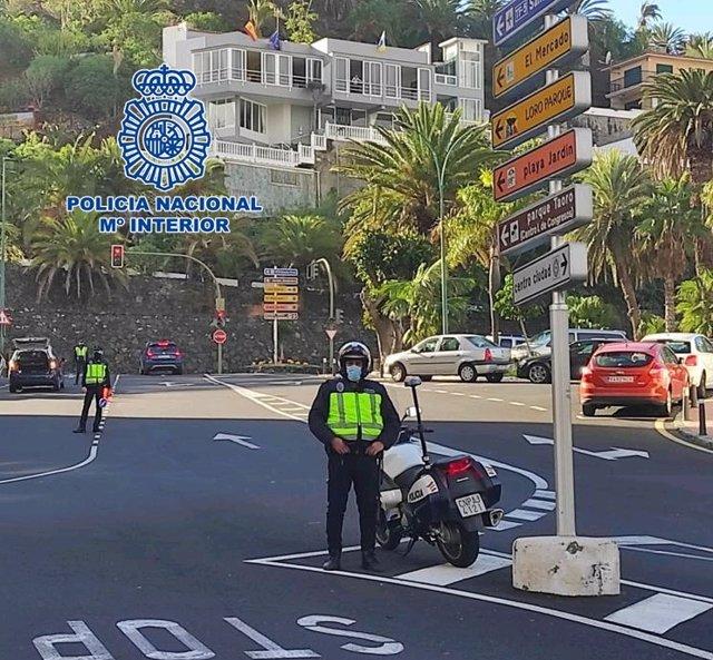 Agentes de la Policía Nacional en Puerto de la Cruz
