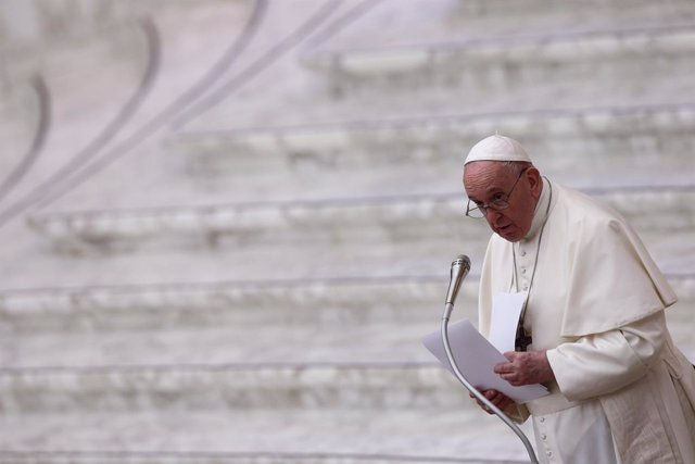 21 December 2020, Vatican, Vatican City: Pope Francis leads an audience for the workers and employess of the Vatican City in Aula Paolo VI. Photo: Evandro Inetti/ZUMA Wire/dpa