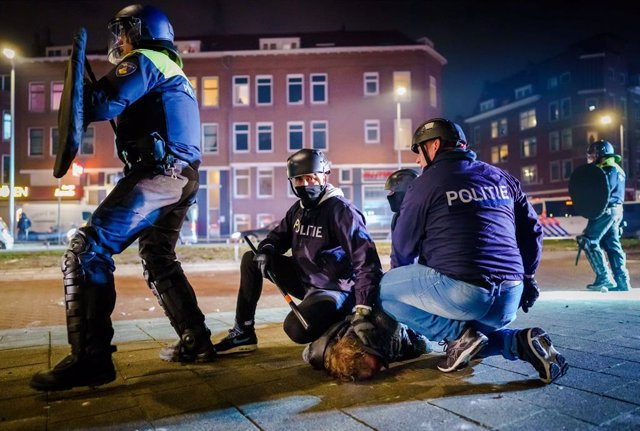 25 January 2021, Netherlands, Rotterdam: A man is arrested by Police during clashes following the Nationwide protest against coronavirus restrictions and curfew imposed by the Dutch government amid the spread of the COVID-19 pandemic. Photo: Marco De Swar