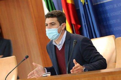 """Cs registra en Andalucía su PNL para """"frenar en seco"""" a los """"caraduras"""" que se """"salten la cola"""" de la vacunación Covid"""