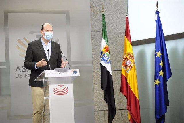 El portavoz adjunto del Grupo Parlamentario Popular en la Asamblea de Extremadura, Luis Alfonso Hernández Carrón