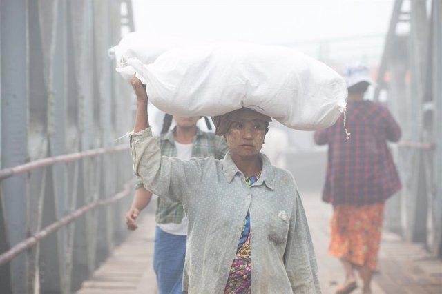 Mujeres trabajando en el estado de Rajine