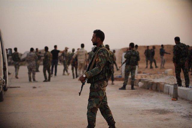 Soldados sirios en la base de Al Tabqa