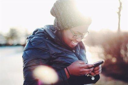 Crece la dependencia al móvil: los jóvenes renunciarían al alcohol y al chocolate, pero no tanto al sexo o a los amigos