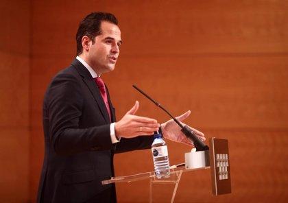 """Aguado dice que aún no conoce una propuesta """"en firme"""" de Vox para apoyar los Presupuestos"""