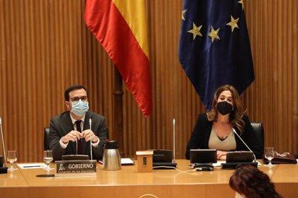 """Garzón cree que el Gobierno está """"haciendo las reformas adecuadas"""" para abaratar la luz pero pide tiempo"""