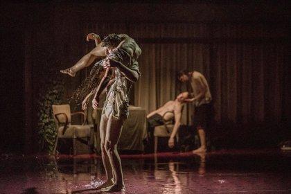 El Teatro Central de Sevilla ofrece el estreno absoluto de 'Triptych', pieza de 'Peeping Tom' y Gabriela Carrizo