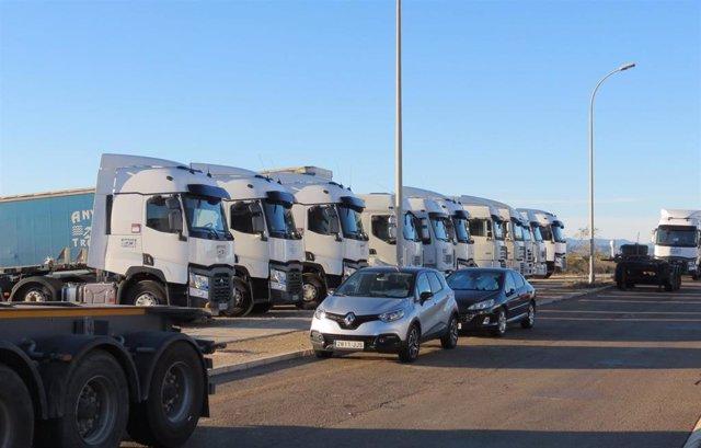 Imagen Correspondiente A Una Flota De Camiones En Fuente Del Jarro