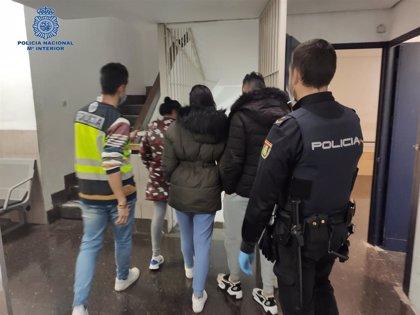Ocho detenidos por reventar varias puertas de seguridad para 'okupar' dos viviendas en Palma
