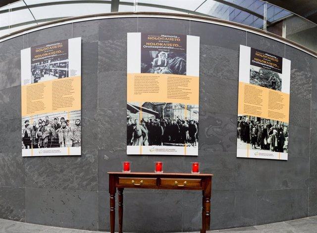 Montaje en el Atrio del Parlamento de Navarra por el Día del Holocausto
