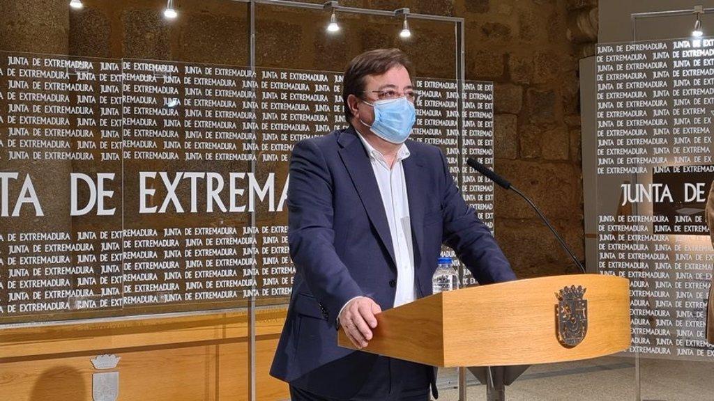 Vara subraya que ningún alto cargo de la Junta de Extremadura se ha vacunado de la Covid ni lo hará  hasta que le toque