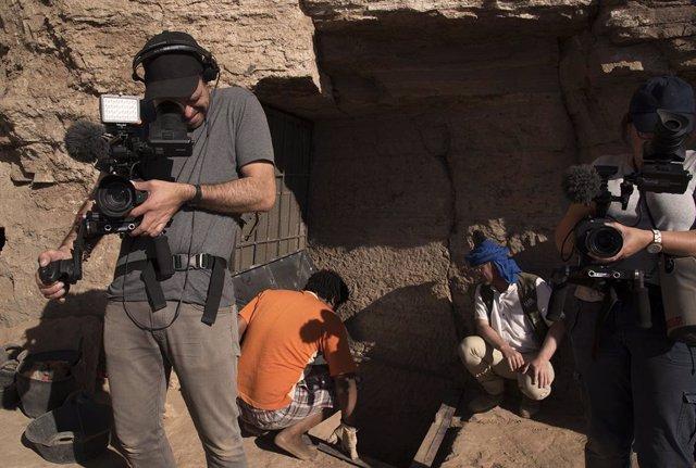 Rodaje por National Geographic de las excavaciones arqueológicas en Asuán