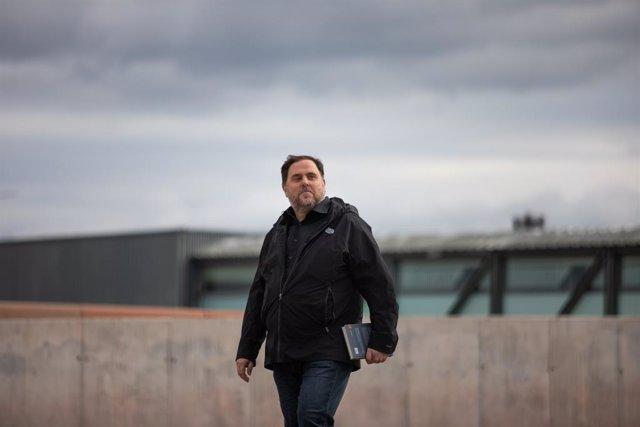 El líder d'ERC, Oriol Junqueras, surt de la presó de Lledoners