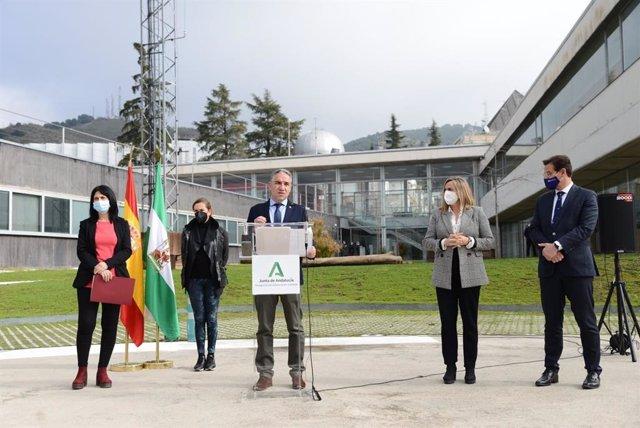 El consejero de la Presidencia, Elías Bendodo, interviene en una comparecencia de prensa en el 112 Andalucía en Granada