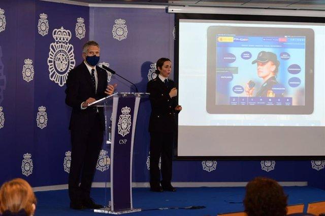 El ministro del Interior, Fernando Grande-Marlaska, en la presentación de la nueva web de la Policía Nacional