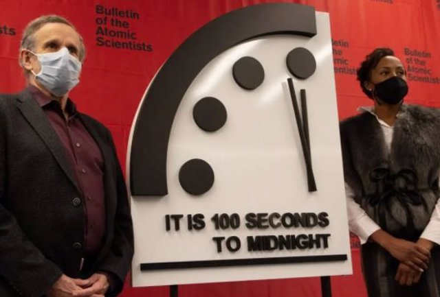 Los miembros del Boletín de la Junta de Ciencia y Seguridad de los Científicos Atómicos, Robert Rosner y Suzet McKinney, revelan el escenario de 2021 del Reloj del Juicio Final