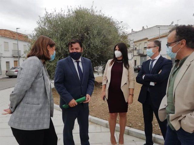 El delegado territorial de Turismo, Ángel Pimentel, actualmente también responsable de Regeneración, Justicia y Administración Local en funciones, Ángel Pimentel (segundo por la dcha.), en una visita a Baena.