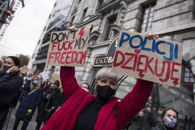 Manifestación contra las nuevas restricciones de la ley del aborto en Varsovia, Polonia.