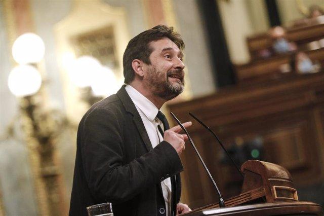 El diputado de Unidas Podemos Rafa Mayoral durante su intervención en una sesión plenaria en el Congreso de los Diputados, en Madrid (España), a 29 de septiembre de 2020.