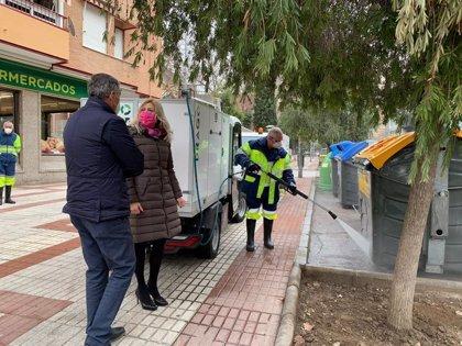 El Ayuntamiento de Granada pone en marcha un Plan de Limpieza Integral de contenedores de carga lateral