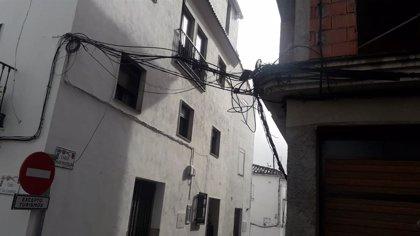 Quesada (Jaén) pide soluciones a los apagones en el municipio y al cableado por fuera de los edificios