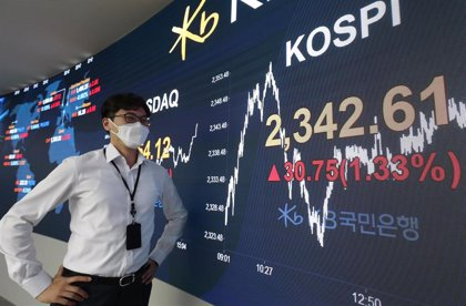 Los inversores españoles triplican sus compras de fondos internacionales en 2020, hasta los 22.000 millones