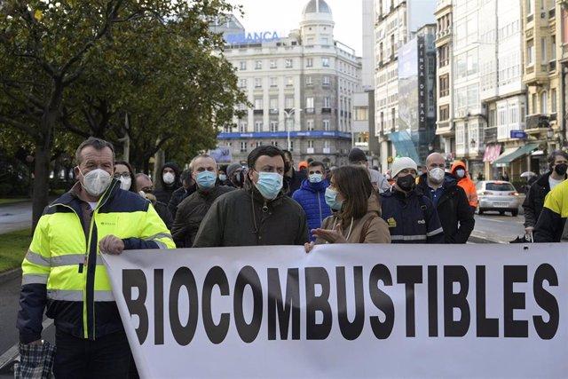 Trabajadores de la central térmica de Endesa en As Pontes, de la planta de Siemens Gamesa en As Somozas y de Alcoa en San Cibrao se concentran ante la Delegación del Gobierno para pedir su mediación en el conflicto por el cierre de las respectivas plantas